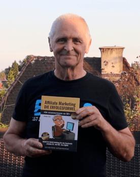 Helmut Tietz mit dem Buch